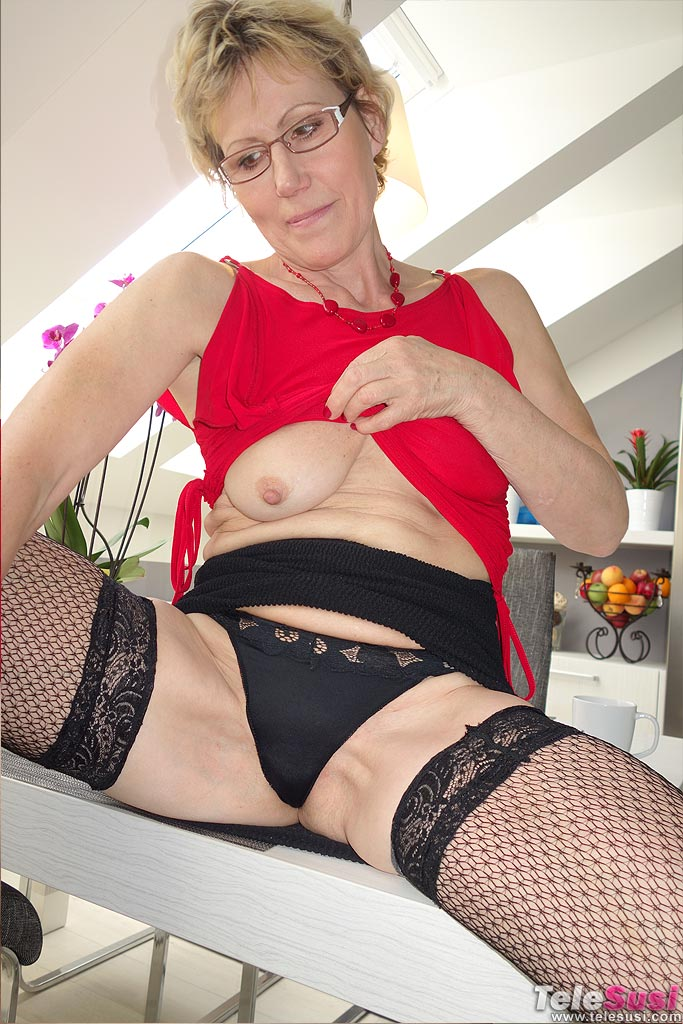 Hot lonely housewives milfs MILF